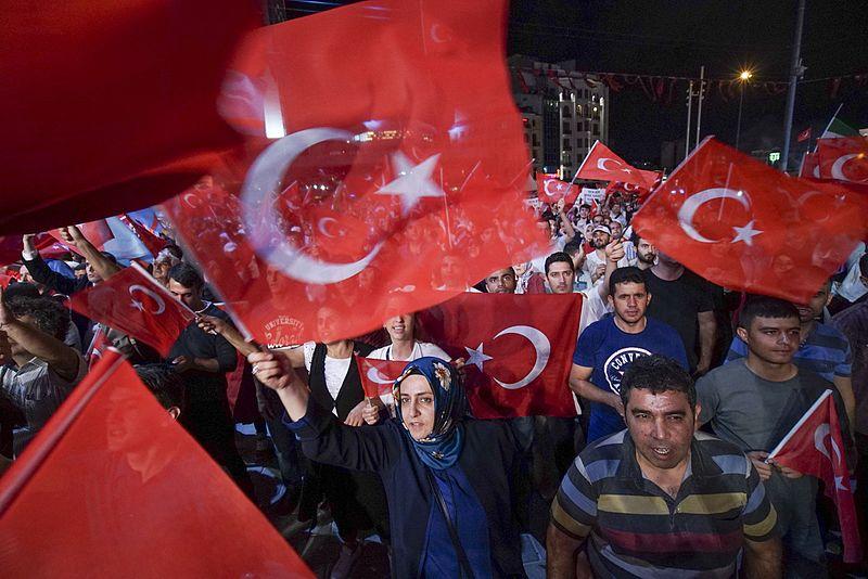 Represe a čistky v Turecku nadále pokračují: Obránci lidských práv v ohrožení