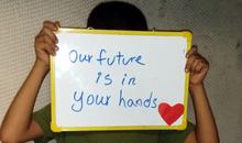 Dítě-uprchlík v detenčním centru na Nauru