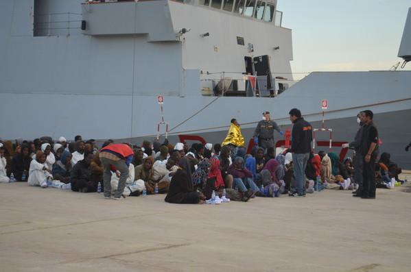 Horko v Itálii: násilný screening uprchlíků a migrantů