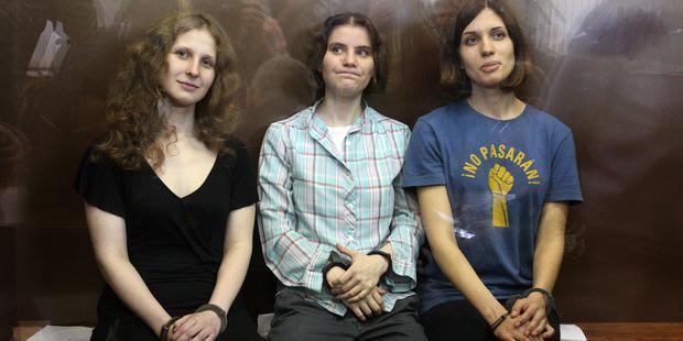 Rok od protestu dívčí skupiny Pussy Riot se v Rusku zintenzivňují represe proti svobodě slova