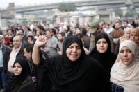 Protestující ženy, Káhira, leden 2011 © Sarah Carr